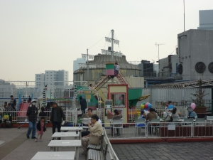 amazing rooftop playground in tokyo with kids