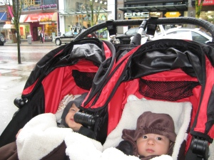 Baby twins visit Vancouver in a city mini stroller