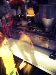 mini donuts at the ballard farmers market with kids in seattle
