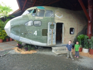 cool airplane restaurant to vist in costa rica with kids