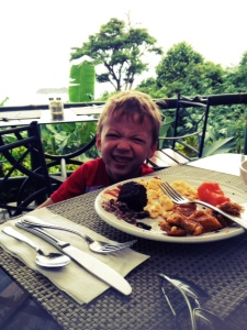 eating out with kids in costa rica