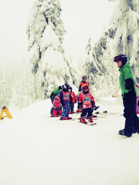 Kids' ski lessons on mount seymour
